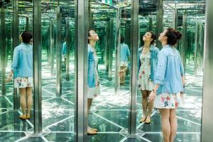 Mirror Maze in Jewel Canopy Park