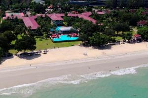 Beach front resort  ◦ direct  access to the beach ◦ 240 sea facing rooms with private balcony ◦ 2 swimming pools, children's pool, outdoor Jacuzzi ◦ a restaurant, a café, a swim up  pool and a beach bar ◦ spacious and children friendly